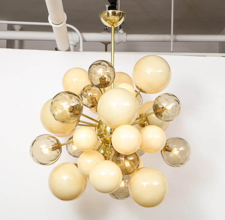 Clear Smoked and Opaque Ivory Murano Glass and Brass Sputnik Chandelier, Italy For Sale 12