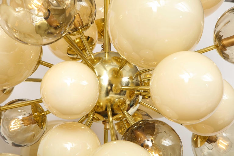Clear Smoked and Opaque Ivory Murano Glass and Brass Sputnik Chandelier, Italy For Sale 15