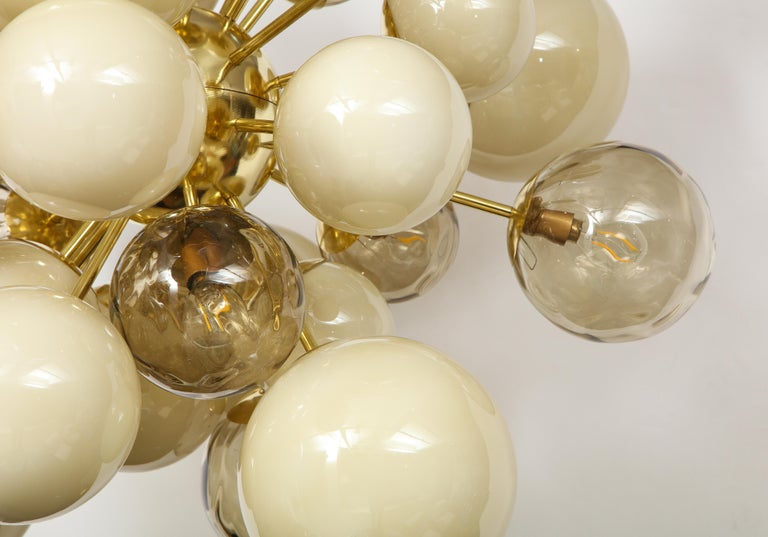 Clear Smoked and Opaque Ivory Murano Glass and Brass Sputnik Chandelier, Italy For Sale 3
