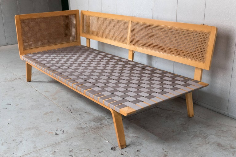 Clifford Pascoe Daybed with Original Caning and Webbing In Good Condition For Sale In New York, NY