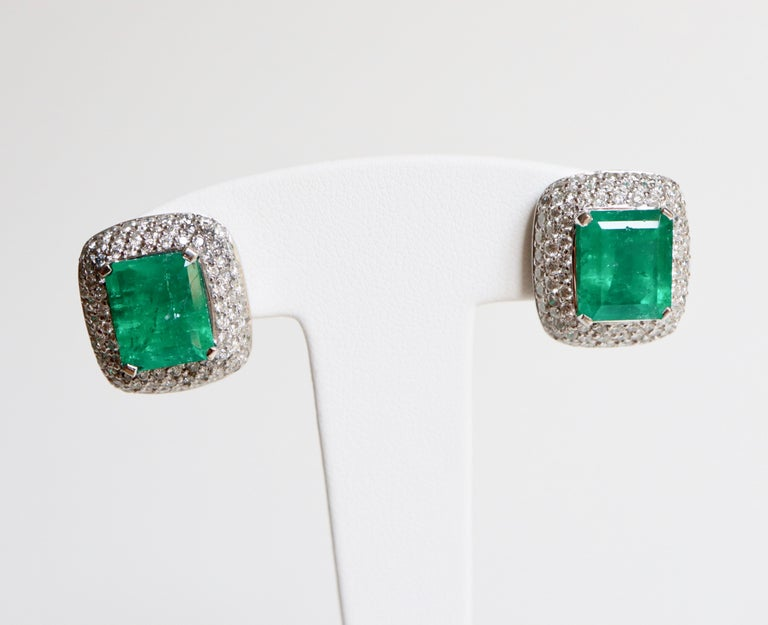 Clip Earrings in 18 Carat White Gold holding in their Center an Emerald of 4.57 Carats and 5.45 carats set with claws surrounded by Diamonds set with Grain for a Weight of around 1.5 Carats of Diamonds on each Clip for a Total of around 3 Carats for