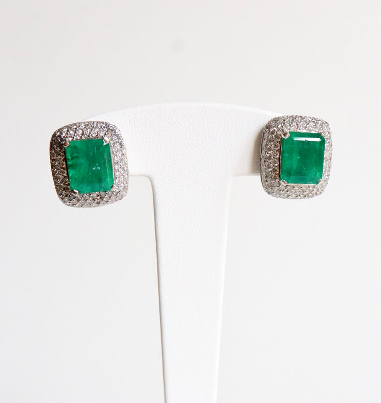 Clip Earrings Emeralds 10.02 Carat and Diamonds 3 Carat in 18 Karat White Gold In Good Condition For Sale In Paris, FR