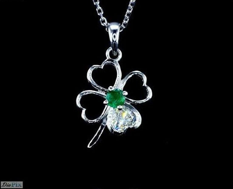 Clover Motif Pendant With Heart Shape Diamond For Sale At