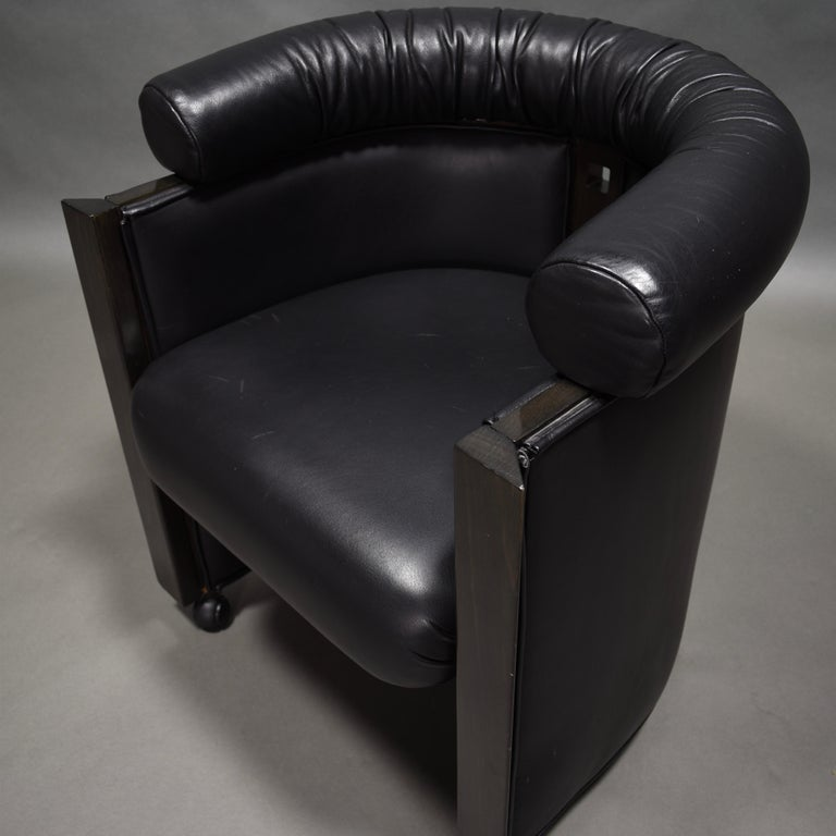 Mid-Century Modern Club Chair in Leather and Ebony by Umberto Asnago for Giorgetti, Italy, 1980s For Sale