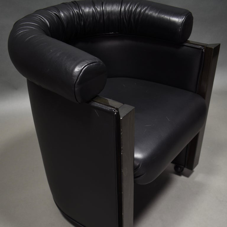 Late 20th Century Club Chair in Leather and Ebony by Umberto Asnago for Giorgetti, Italy, 1980s For Sale