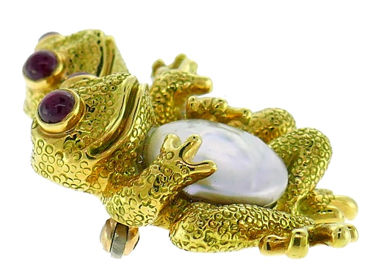 Cute and cheerful frog pin created by Andrew Clunn in the 1980s. Frog spirit brings us into a deeper connection with our feelings, perspectives and our ability to purge negativity from our lives. As symbol of transition and transformation, this