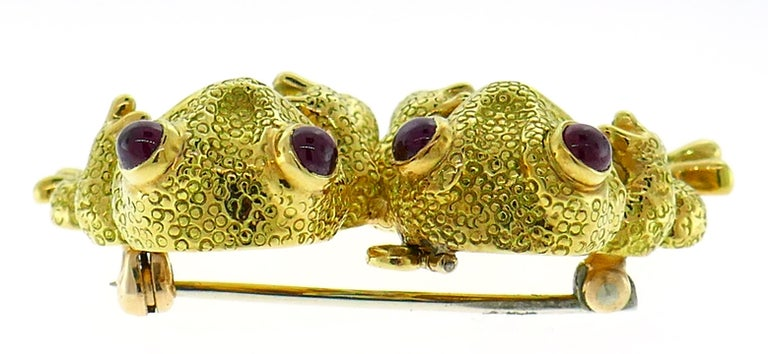 Clunn Yellow Gold Frog Pin Brooch Clip with Pearl and Ruby In Excellent Condition In Beverly Hills, CA