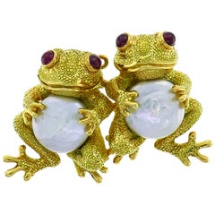 Clunn Yellow Gold Frog Pin Brooch Clip with Pearl and Ruby