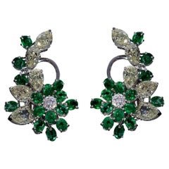 Cluster Earring of Diamonds and Pear-Cut Emeralds 18 Kt White Gold Made in Italy