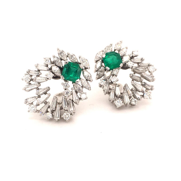 The diamonds sparkle like a shining firework in different cuts on different levels and the beautiful emeralds are the highlight in the center. The diamonds are totalling approximate 4.0 ct in G/H-vs/si quality and the emeralds have together