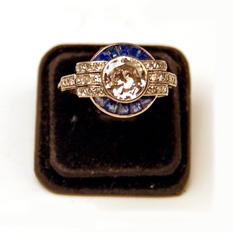 Cluster Ring Art Deco Platinum Diamonds 1.60 Carat Sapphires France, circa 1925 In Excellent Condition For Sale In Vienna, AT