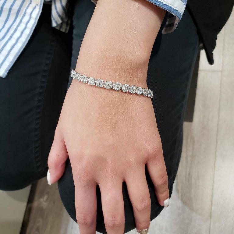Contemporary Roman Malakov Cluster Round Diamond Illusion Tennis Bracelet For Sale
