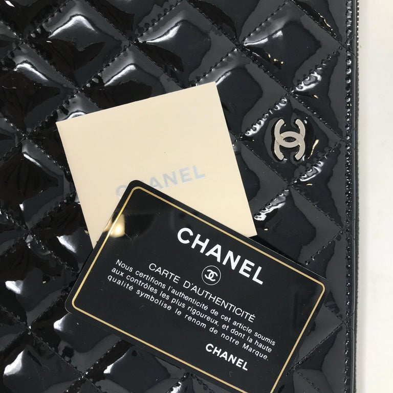 Clutch Chanel Paris matelassé patent leather, 2015  In New Condition For Sale In Milan, IT