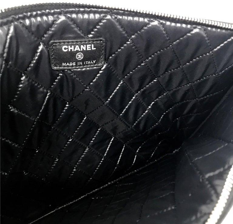 Women's or Men's Clutch Chanel Paris matelassé patent leather, 2015  For Sale