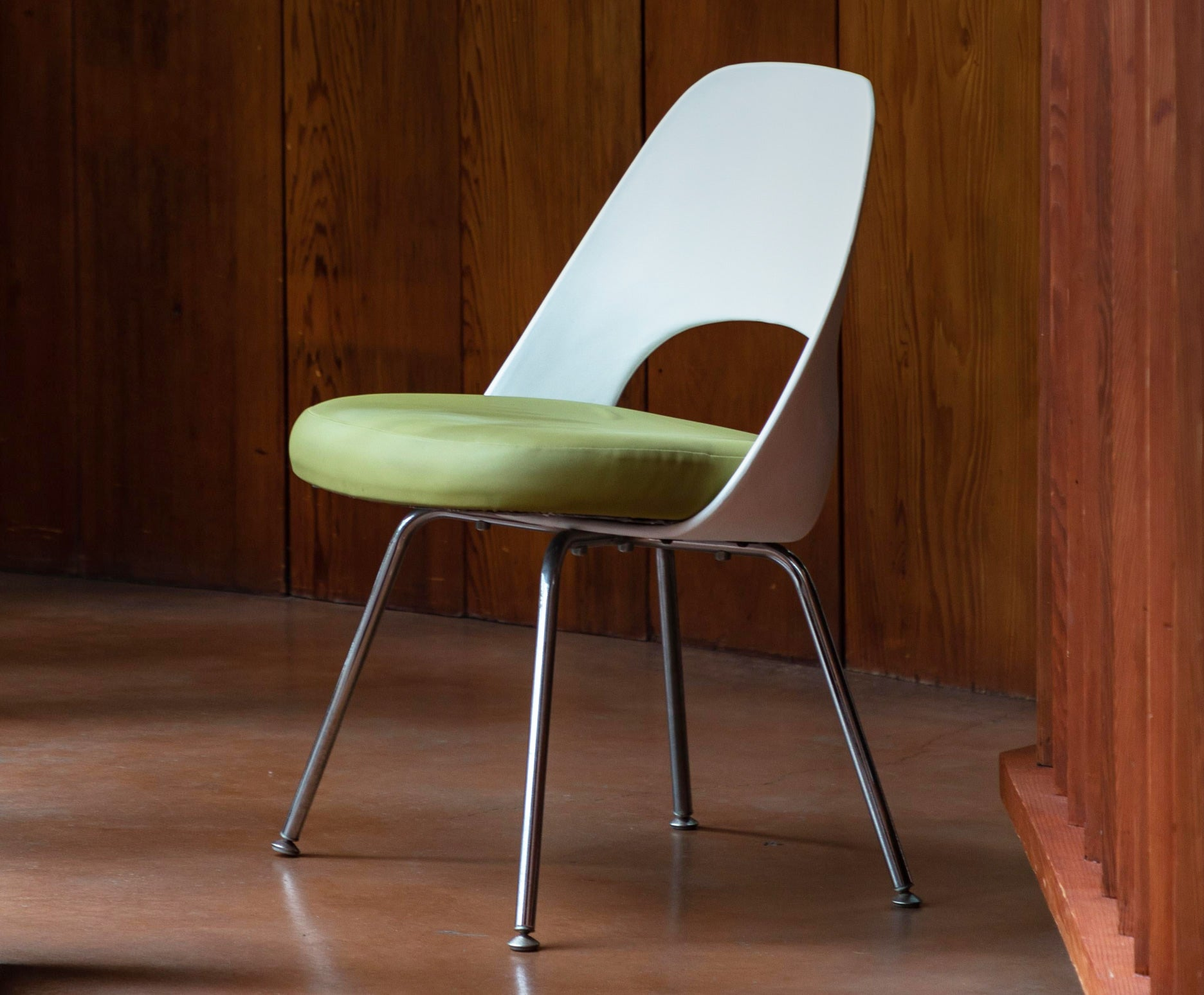 Saarinen Executive Armless Chair