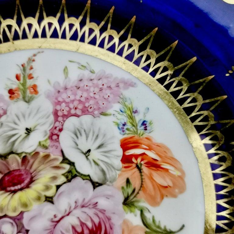 Hand-Painted Coalport John Rose Porcelain Plate, Cobalt Blue and Flowers, Regency 1805-1810 For Sale