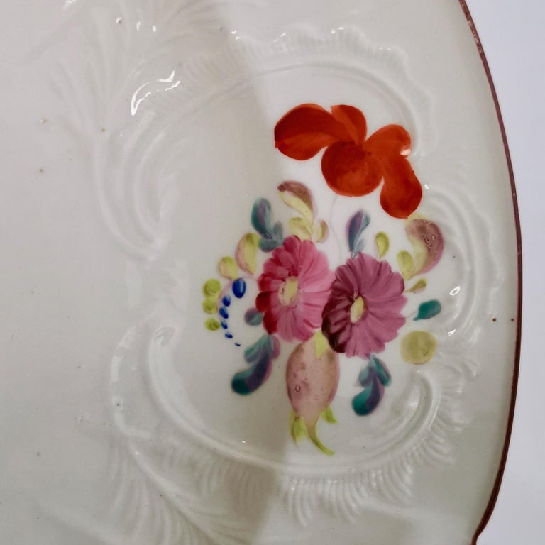 Coalport John Rose Porcelain Plate, White Floral Dulong Blind-Moulded circa 1815 In Good Condition For Sale In London, GB