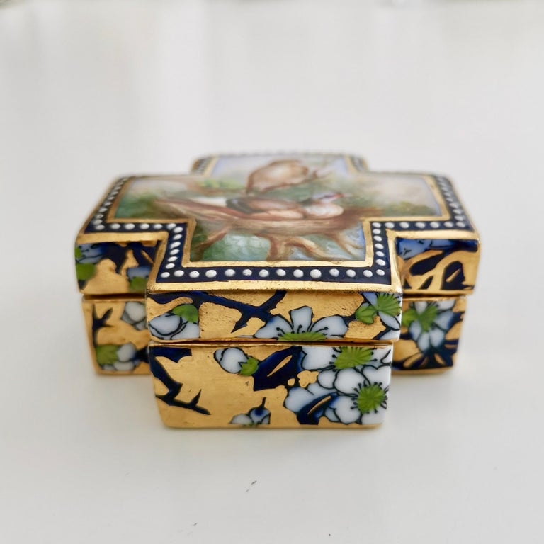 Hand-Painted Coalport Porcelain Trinket Box, Japonism, Birds by John Randall, 1865-1870 For Sale