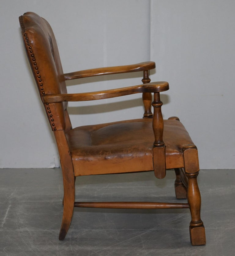 Coat of Arms Armorial Crest Edwardian Oak & Brown Leather Smart Club Armchairs For Sale 5