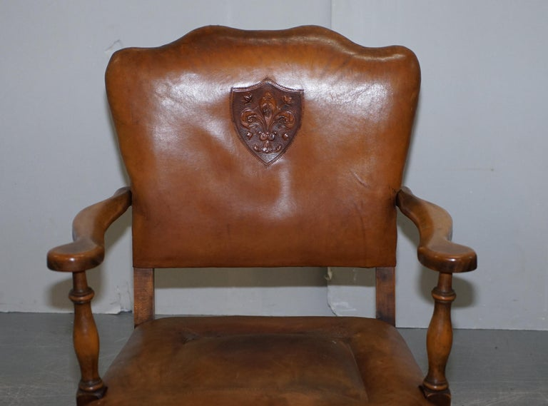 Hand-Carved Coat of Arms Armorial Crest Edwardian Oak & Brown Leather Smart Club Armchairs For Sale