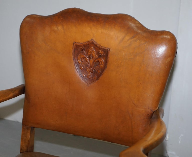 Coat of Arms Armorial Crest Edwardian Oak & Brown Leather Smart Club Armchairs In Good Condition For Sale In London, GB