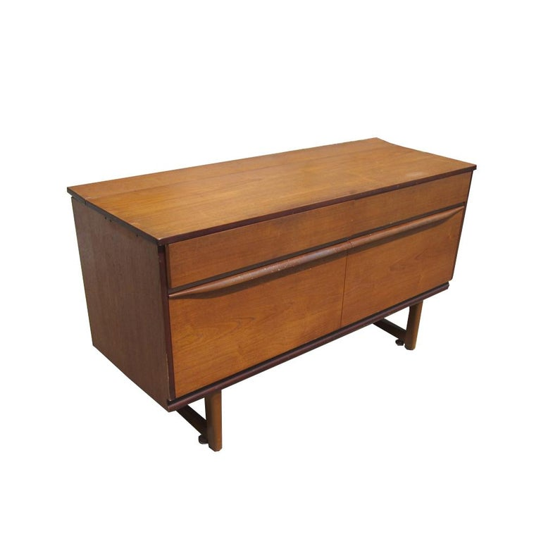 Mid-Century Modern Cocktail Cabinet or Credenza For Sale