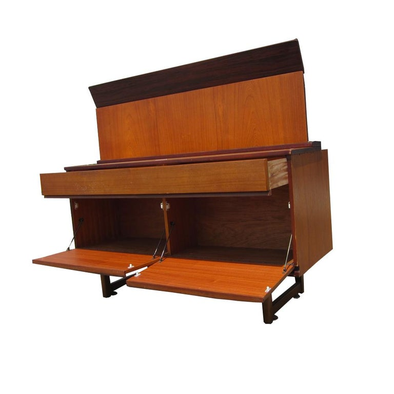 Cocktail Cabinet or Credenza In Good Condition For Sale In Pasadena, TX