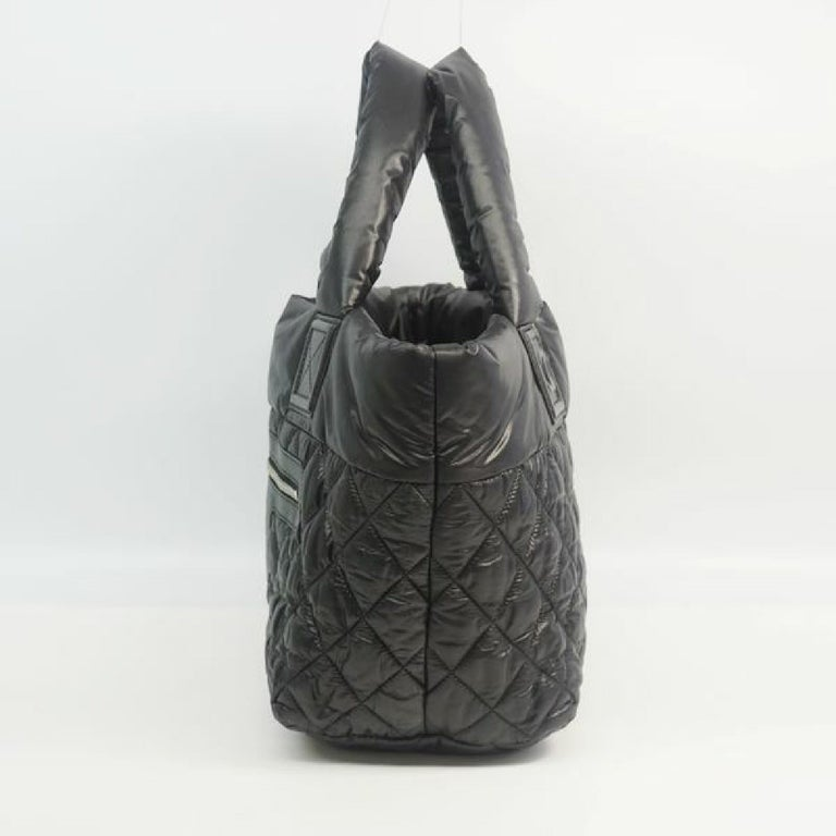 An authentic COCO Cocoon  totePM  Womens  tote bag A48610 The outside material is Nylon. The pattern is COCO Cocoon  totePM. This item is Contemporary. The year of manufacture would be 2010. Rank AB signs of wear (Small) Used goods in good condition