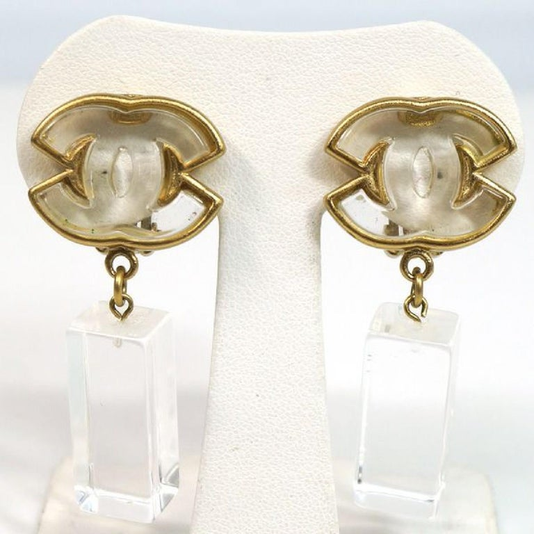 An authentic coco mark  Swing GP  plastic  Womens  earrings  gold x clear The outside material is GP/ plastic. This item is Contemporary. The year of manufacture would be 1986. Rank AB signs of wear (Small) Used goods in good condition with signs of