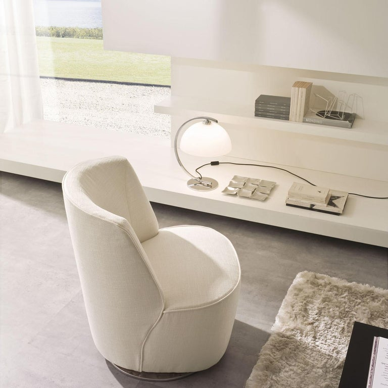 Cocoon Ivory Swivel Chair In New Condition For Sale In Milan, IT