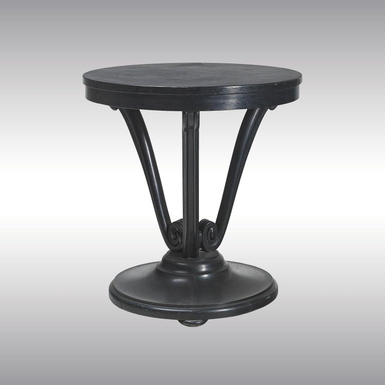 Elegant coffee table with volute carved legs