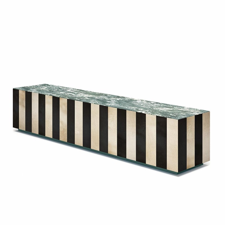 This superb coffee table merging sophisticated materials will take center stage in any decor with its captivating aesthetic. The design comprises an exclusive top in Cipollino marble topping the inner wooden frame, which sits on a base lacquered in