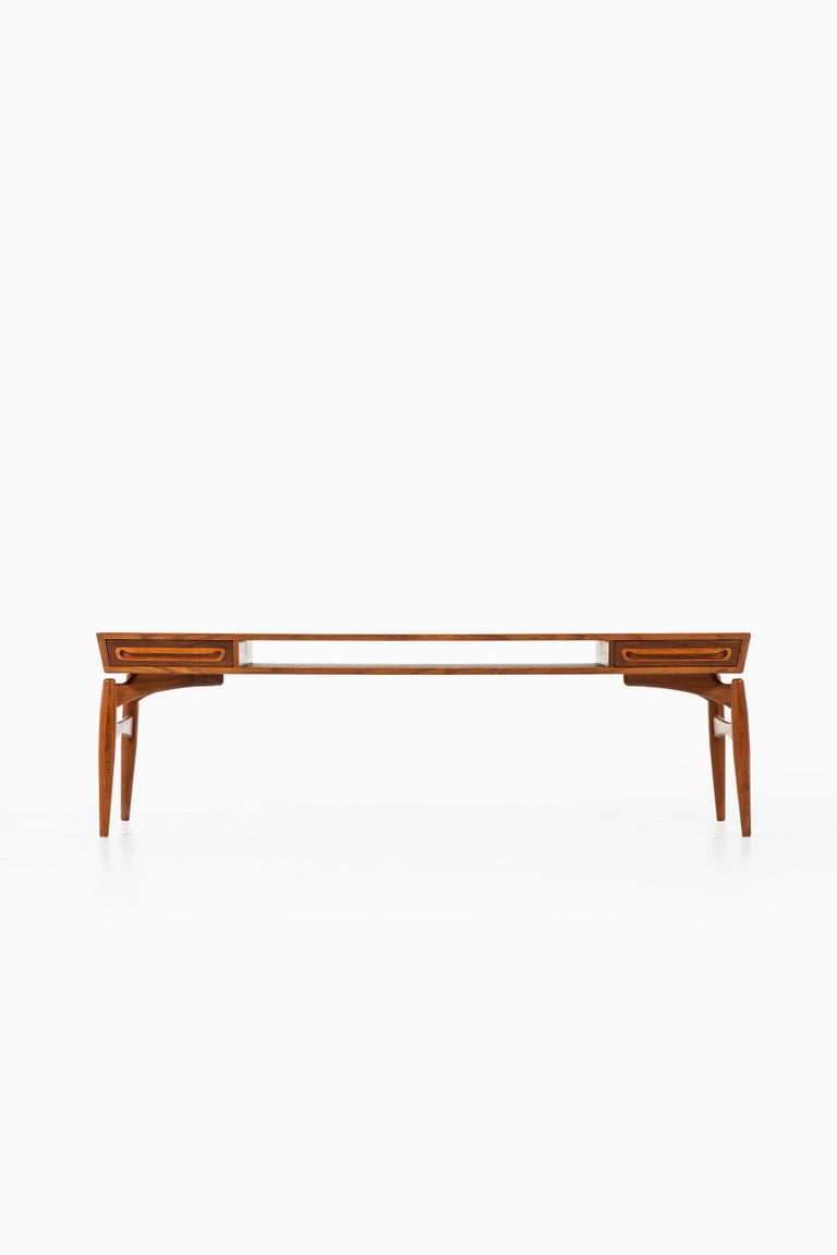 Rare coffee table with 2 drawers attributed to Johannes Andersen. Produced by Trensum möbelfabrik in Sweden.