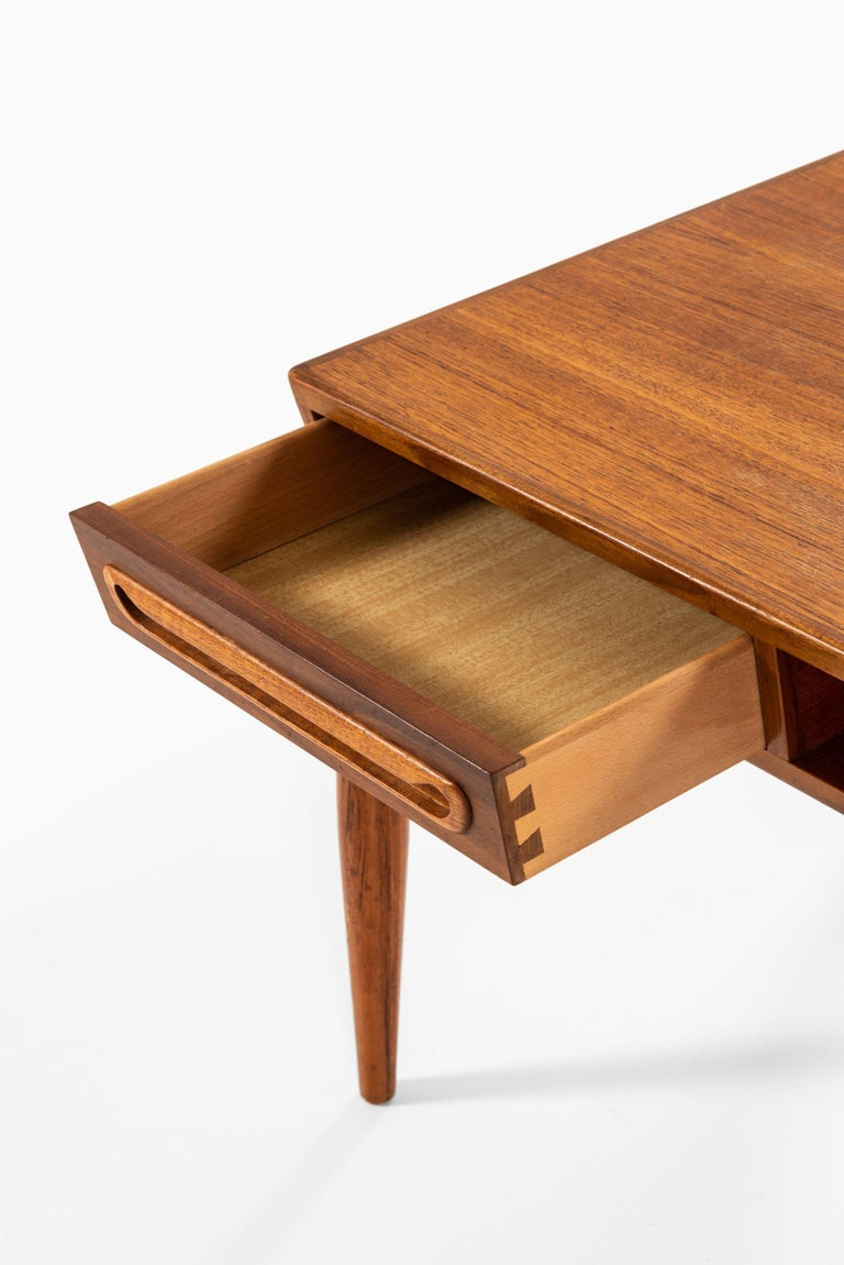 Scandinavian Modern Coffee Table Attributed to Johannes Andersen by Trensum Möbelfabrik in Sweden For Sale