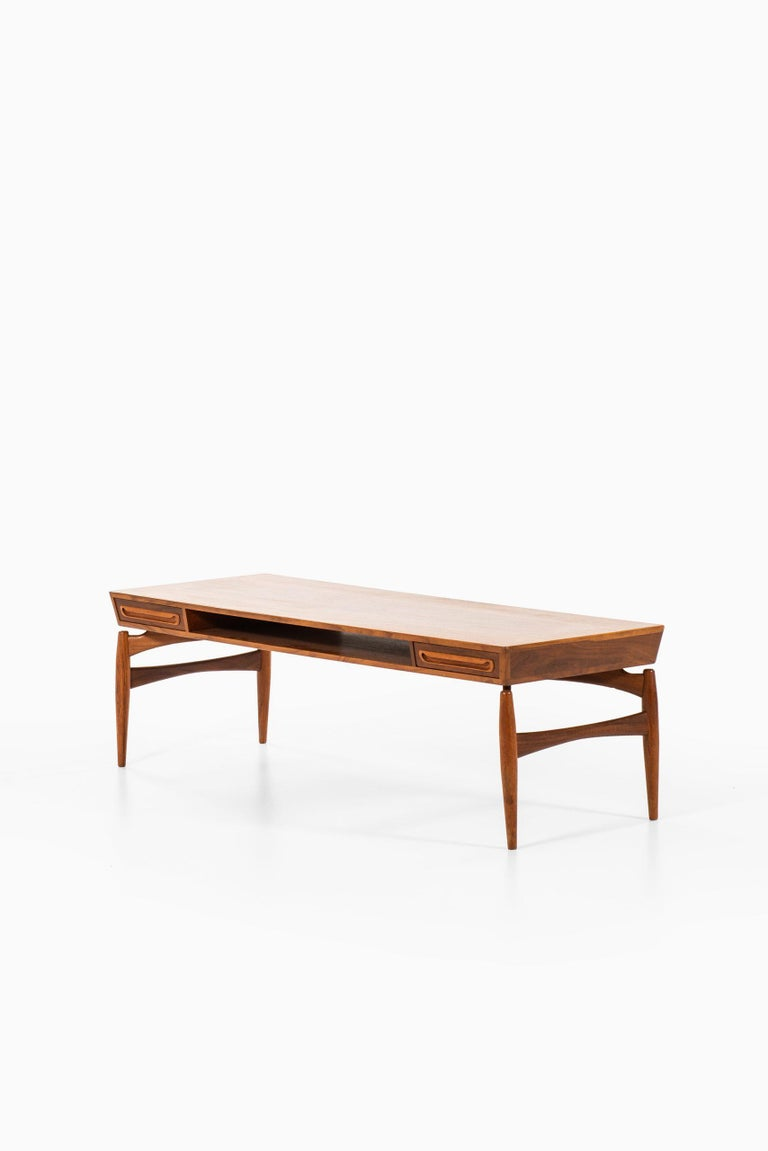 Coffee Table Attributed to Johannes Andersen by Trensum Möbelfabrik in Sweden In Good Condition For Sale In Malmo, SE