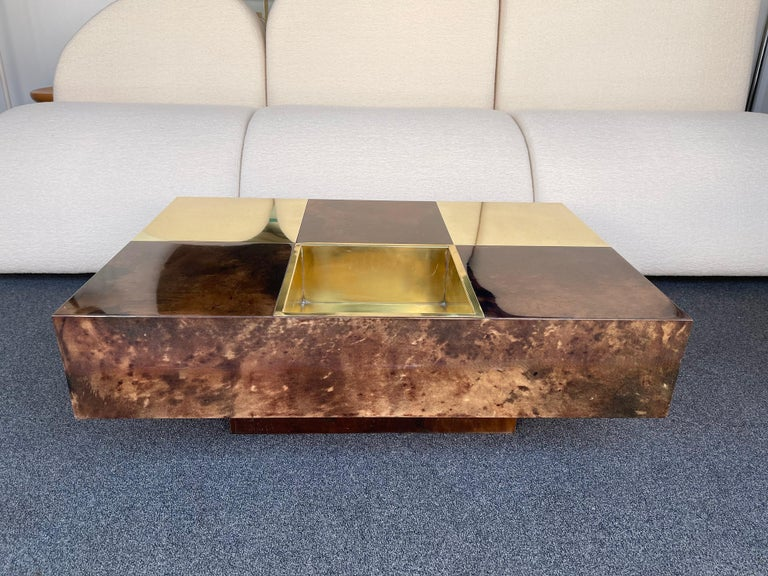 Coffee Table Bar Lacquered Goatskin and Brass by Aldo Tura, Italy, 1970s For Sale 6