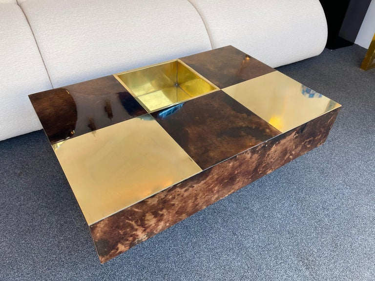 Coffee Table Bar Lacquered Goatskin and Brass by Aldo Tura, Italy, 1970s For Sale 7