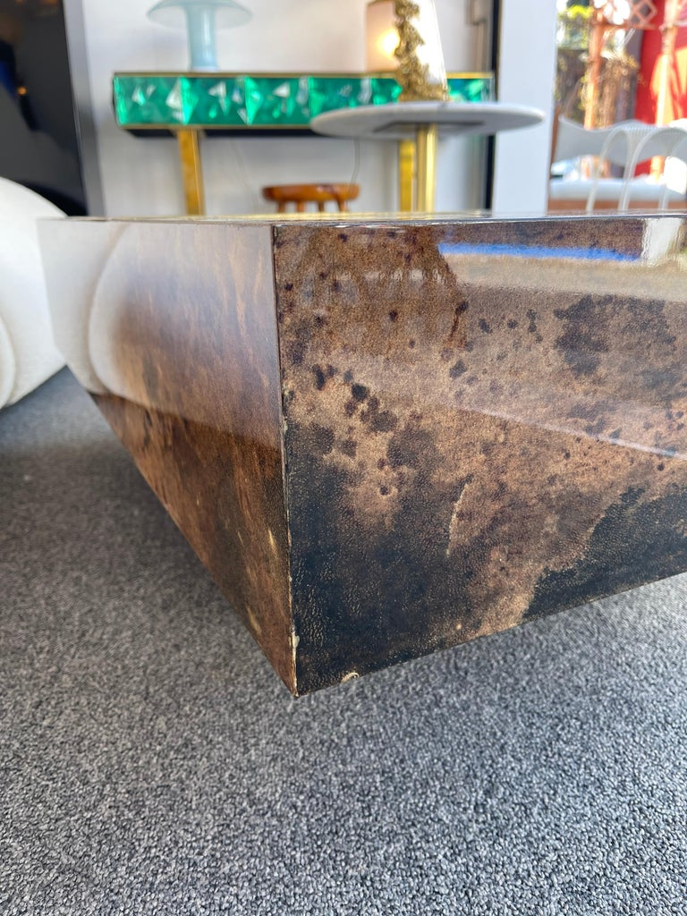 Coffee Table Bar Lacquered Goatskin and Brass by Aldo Tura, Italy, 1970s For Sale 3