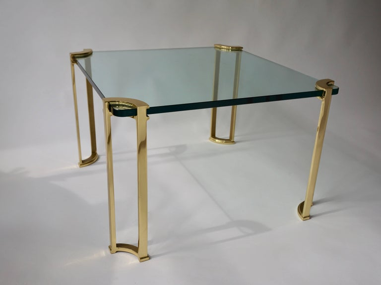 Bronze and glass coffee table. Measures: Height 47 cm. width 73 cm, depth 73 cm.