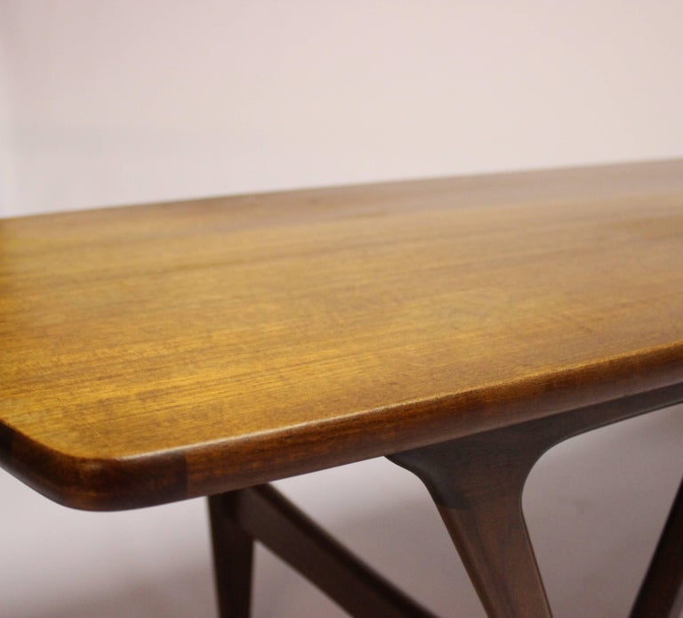 Coffee Table in Teak of Danish Design from the 1960s For Sale 4