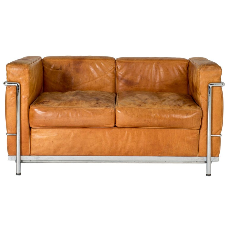 "Cognac leather ""LC2"" sofa by Le Corbusier For Sale"