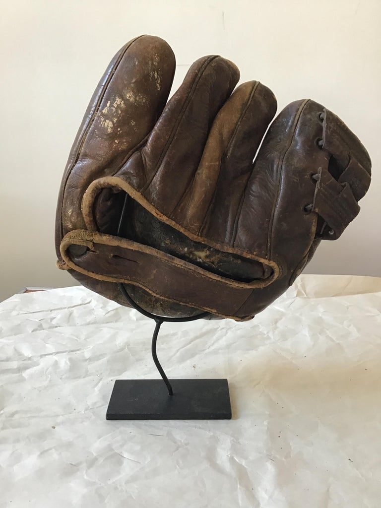 Collection Of 8  Baseball Gloves And Catchers Masks From The 1940s For Sale 15
