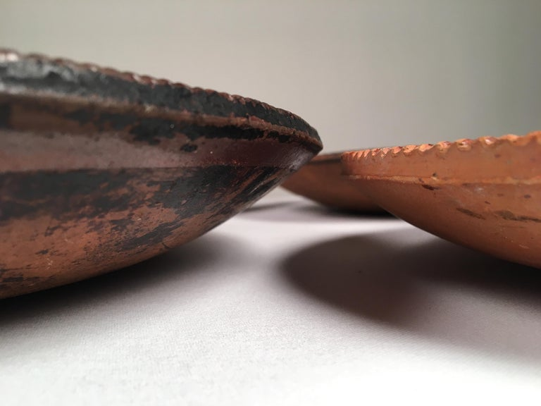 Collection of 6 Pennsylvania Redware Plates, 19th Century In Good Condition For Sale In Doylestown, PA