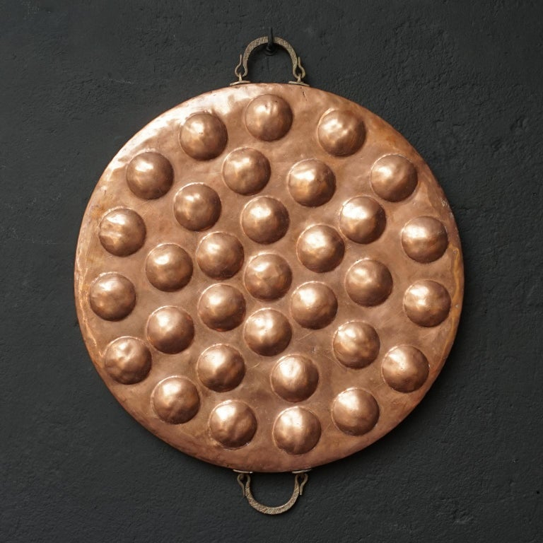 Collection of Fifteen 19th Century French Copper Egg Poacher or Escargot Pans In Good Condition For Sale In Haarlem, NL