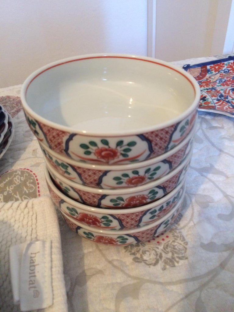 Collection of Five Japanese Imari Porcelain Bowls, Hand Painted For Sale 1