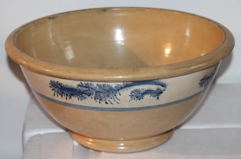 Collection of Three 19th Century Mocha Yellow Ware Bowls For Sale 3