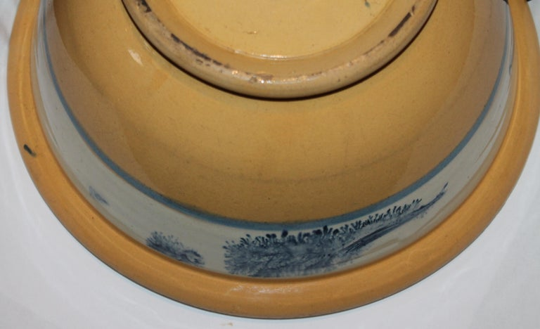 Collection of Three 19th Century Mocha Yellow Ware Bowls For Sale 5
