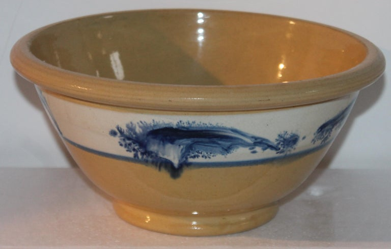 Glazed Collection of Three 19th Century Mocha Yellow Ware Bowls For Sale