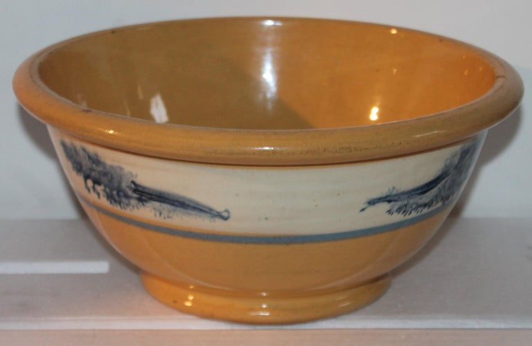 Collection of Three 19th Century Mocha Yellow Ware Bowls In Good Condition For Sale In Los Angeles, CA