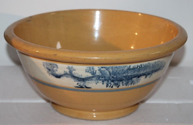 Collection of Three 19th Century Mocha Yellow Ware Bowls For Sale 1